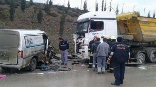 Gebze'de Kan Donduran Kaza 2 Ölü 4 Yaralı